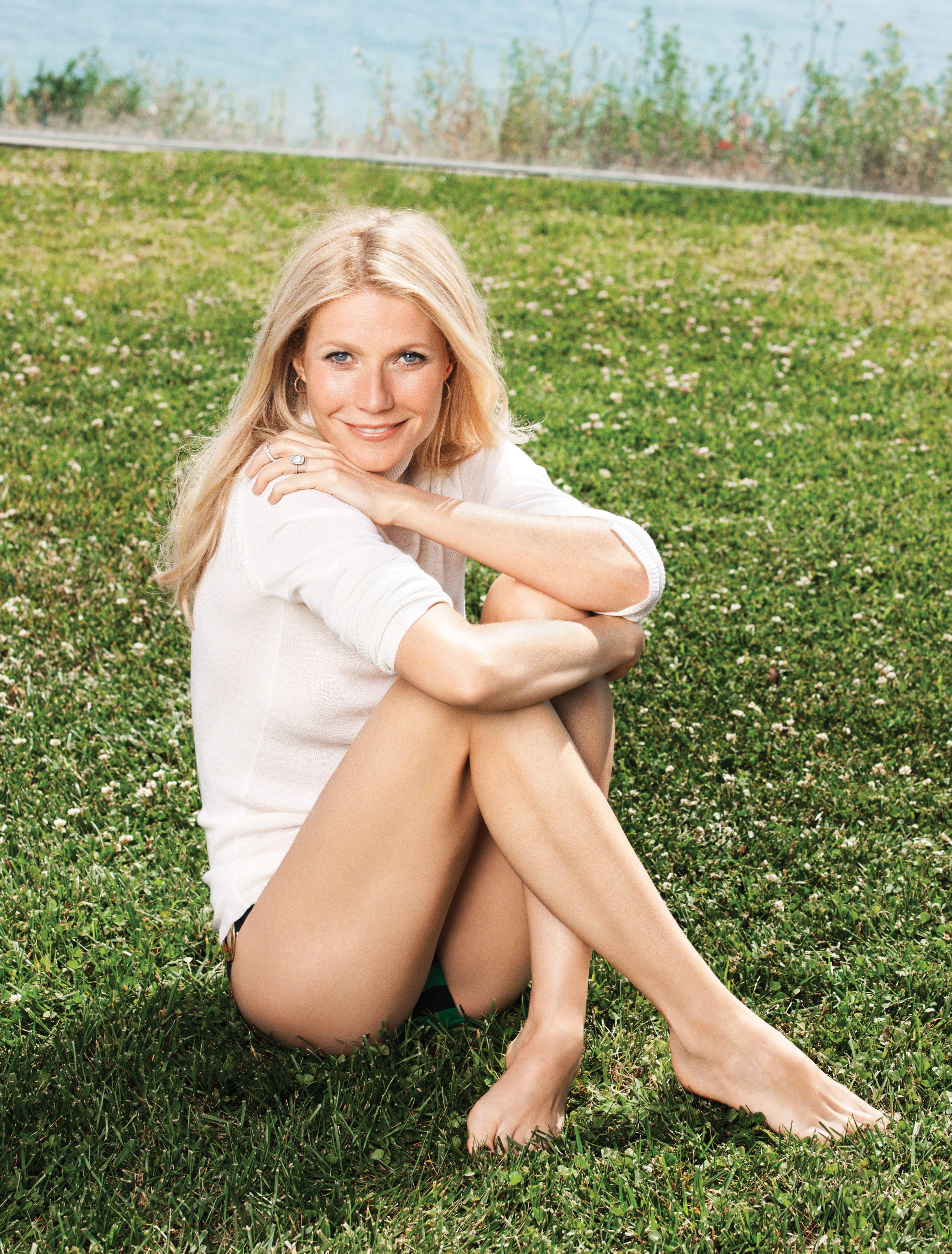 https://pics.wikifeet.com/Gwyneth-Paltrow-Feet-978218.jpg