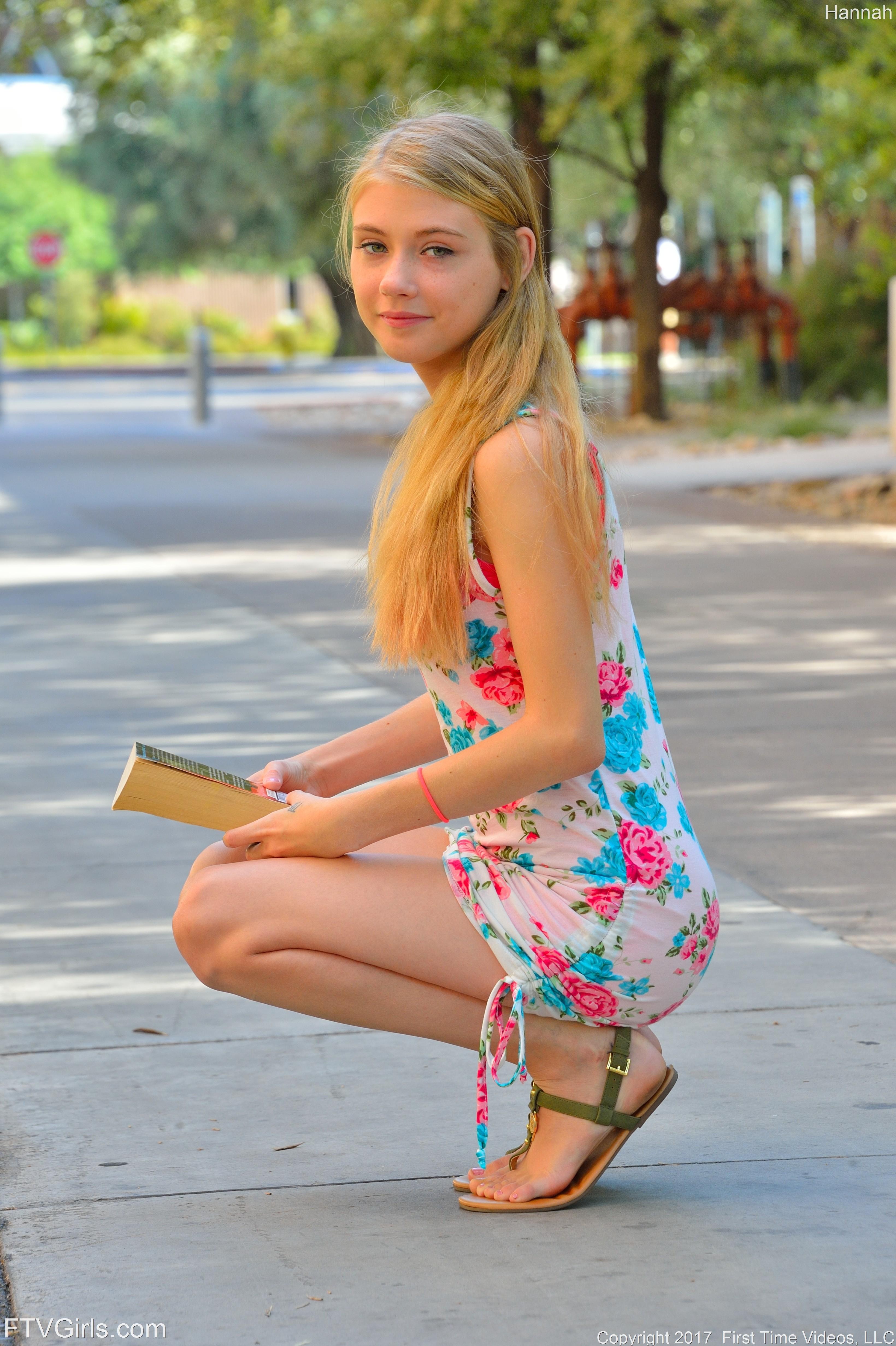 Hannah Hayss Feet-7008