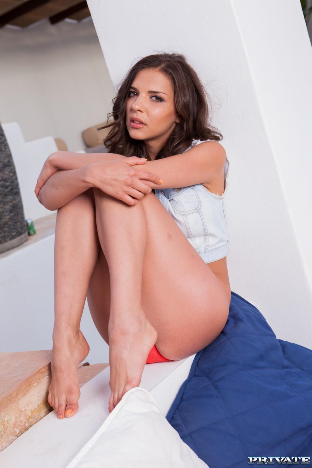 Alina Henessy Porn henessy's feet << wikifeet x