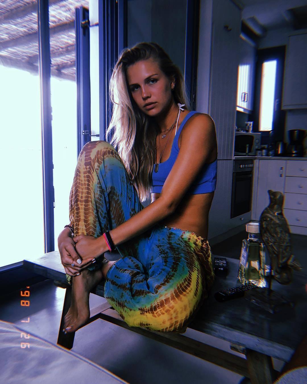 Feet Cristina Buccino nudes (44 photo), Pussy, Bikini, Feet, braless 2015