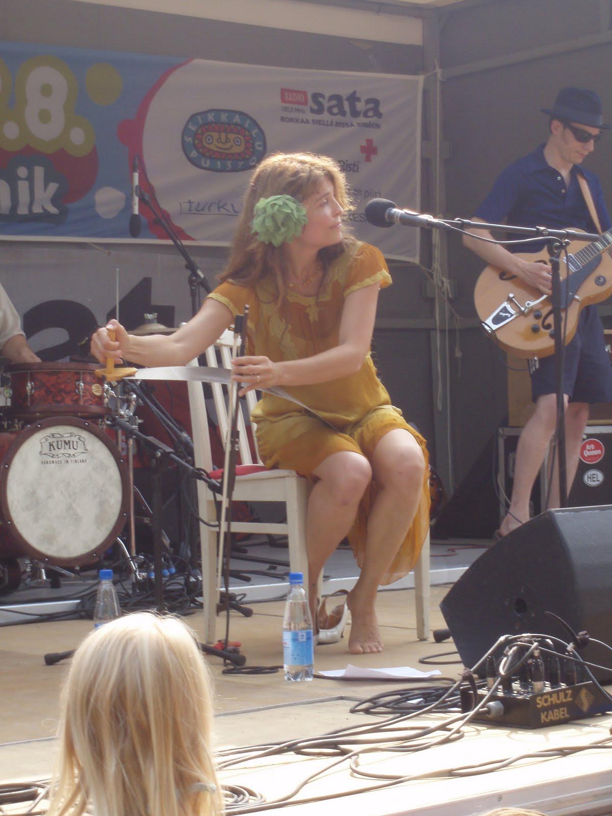 http://pics.wikifeet.com/Irina-Bj%C3%B6rklund-Feet-693246.jpg