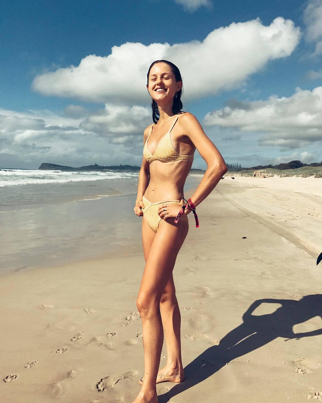 Bikini Isabelle Cornish nudes (41 foto and video), Tits, Is a cute, Twitter, legs 2018