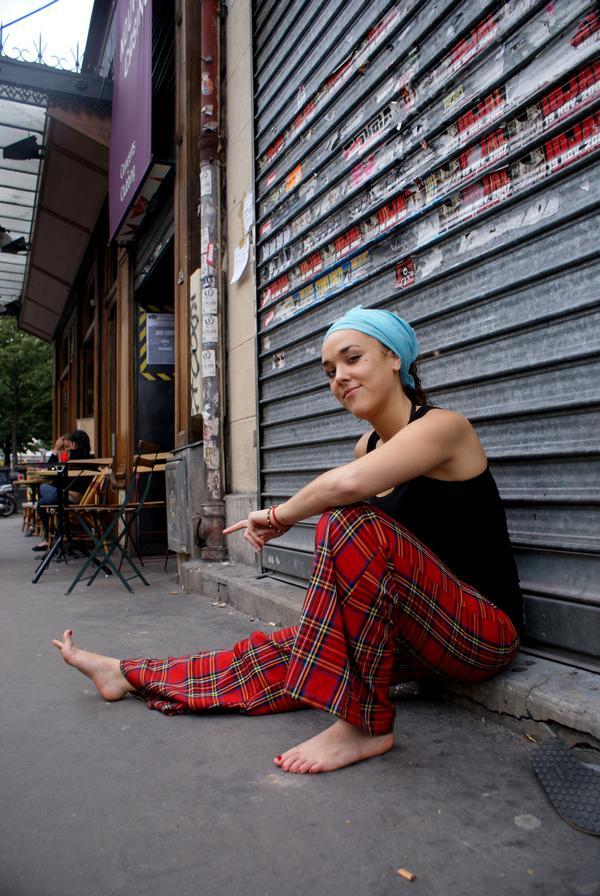 https://pics.wikifeet.com/Isabelle-Geffroy-Feet-458732.jpg