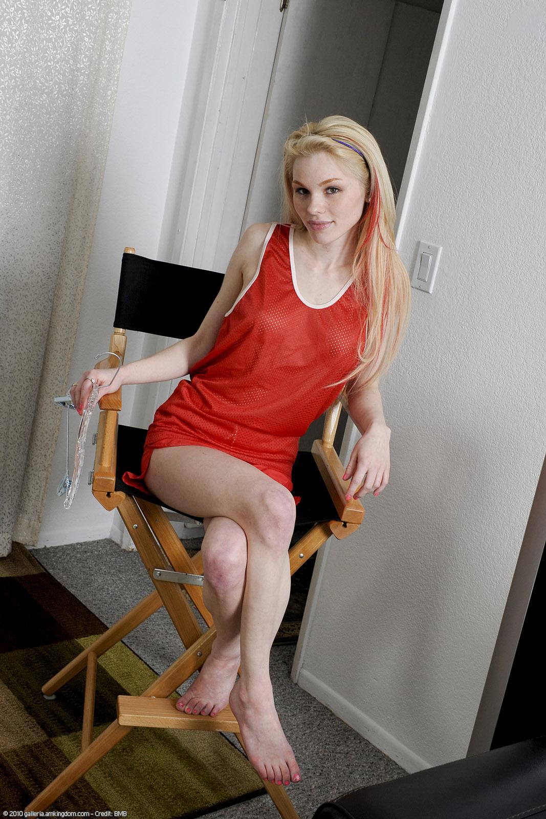 Skinny blonde lady Janotova undressing for masturbation of shaved vagina № 1675466  скачать