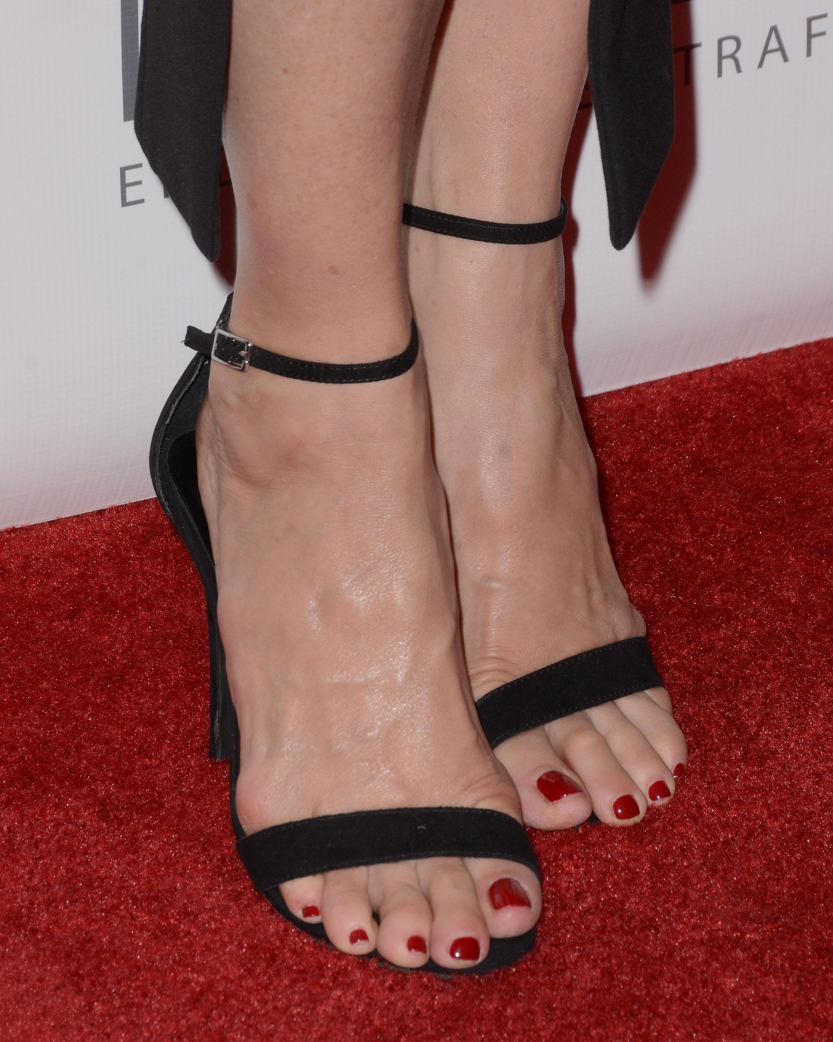 Bigfoot Celebrity: Jenna Elfman Feet