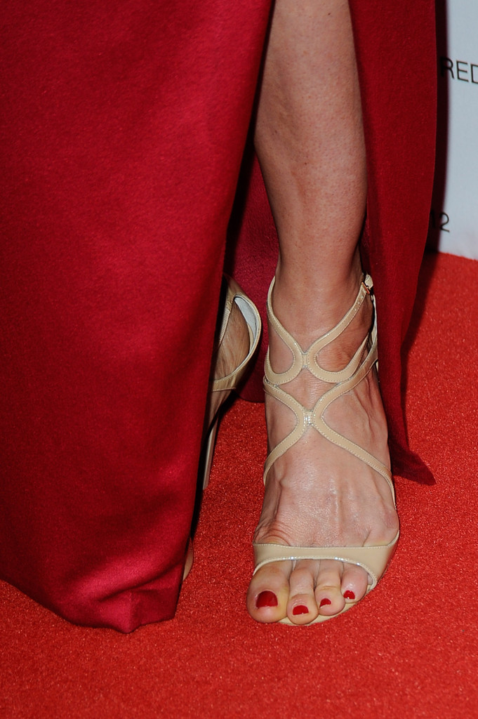 CelebrityGala: Jenna Elfman Legs and Feet - Hopes To