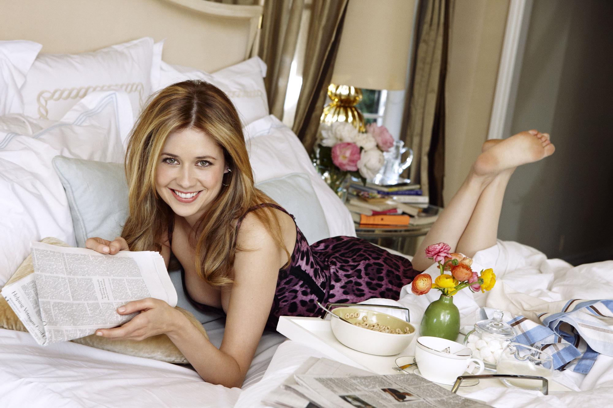 http://pics.wikifeet.com/Jenna-Fischer-Feet-350091.jpg