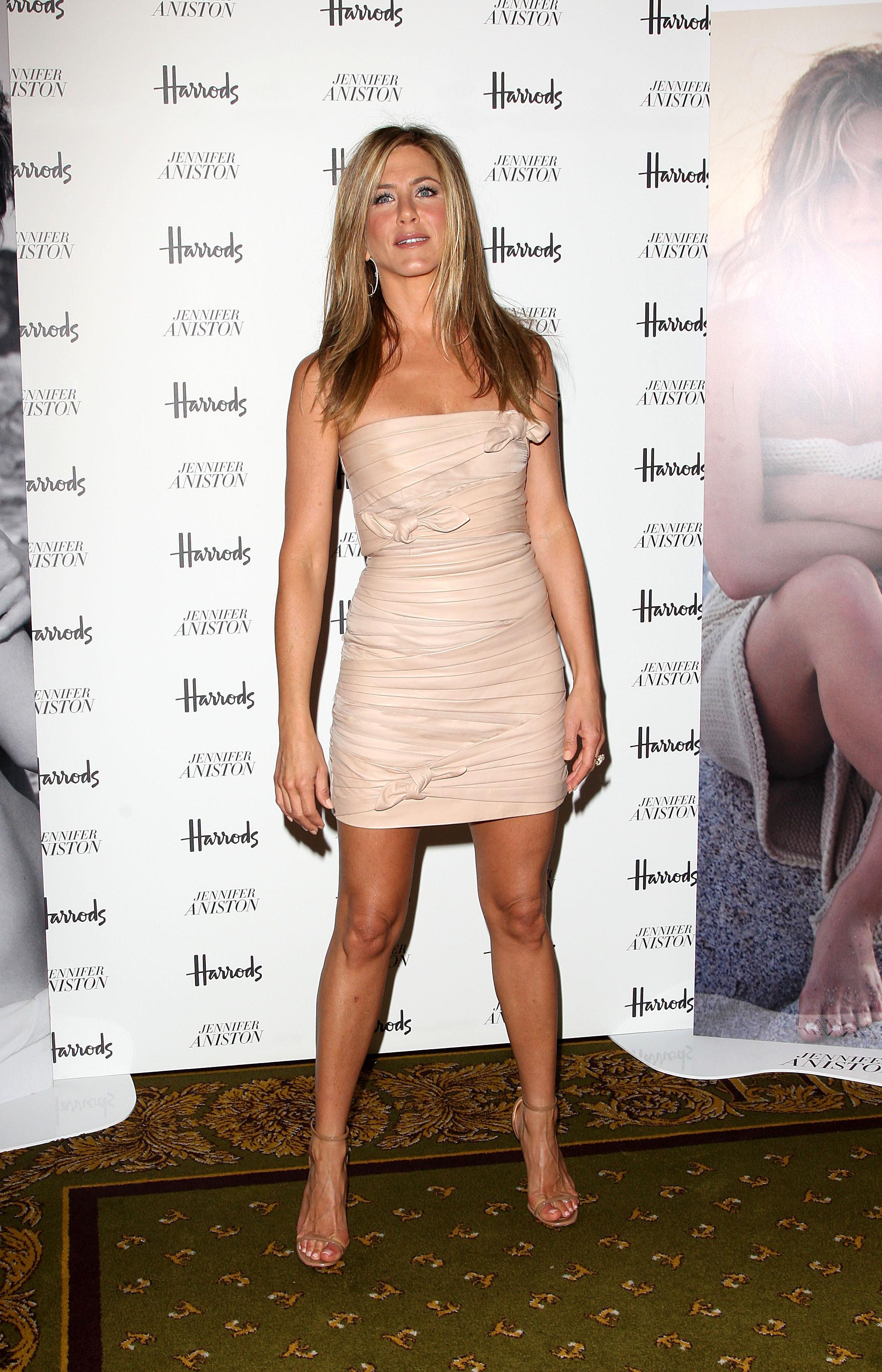 2048 x 3184 id 1187788 - Jennifer aniston barefoot ...