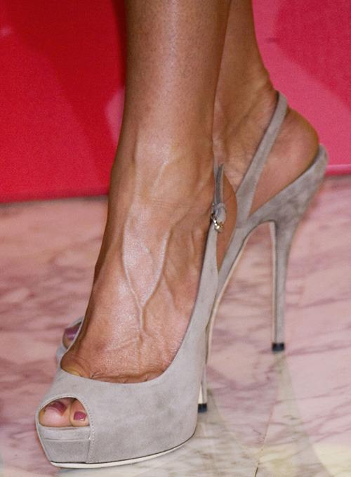 500 x 679 id 1203757 - Jennifer aniston barefoot ...
