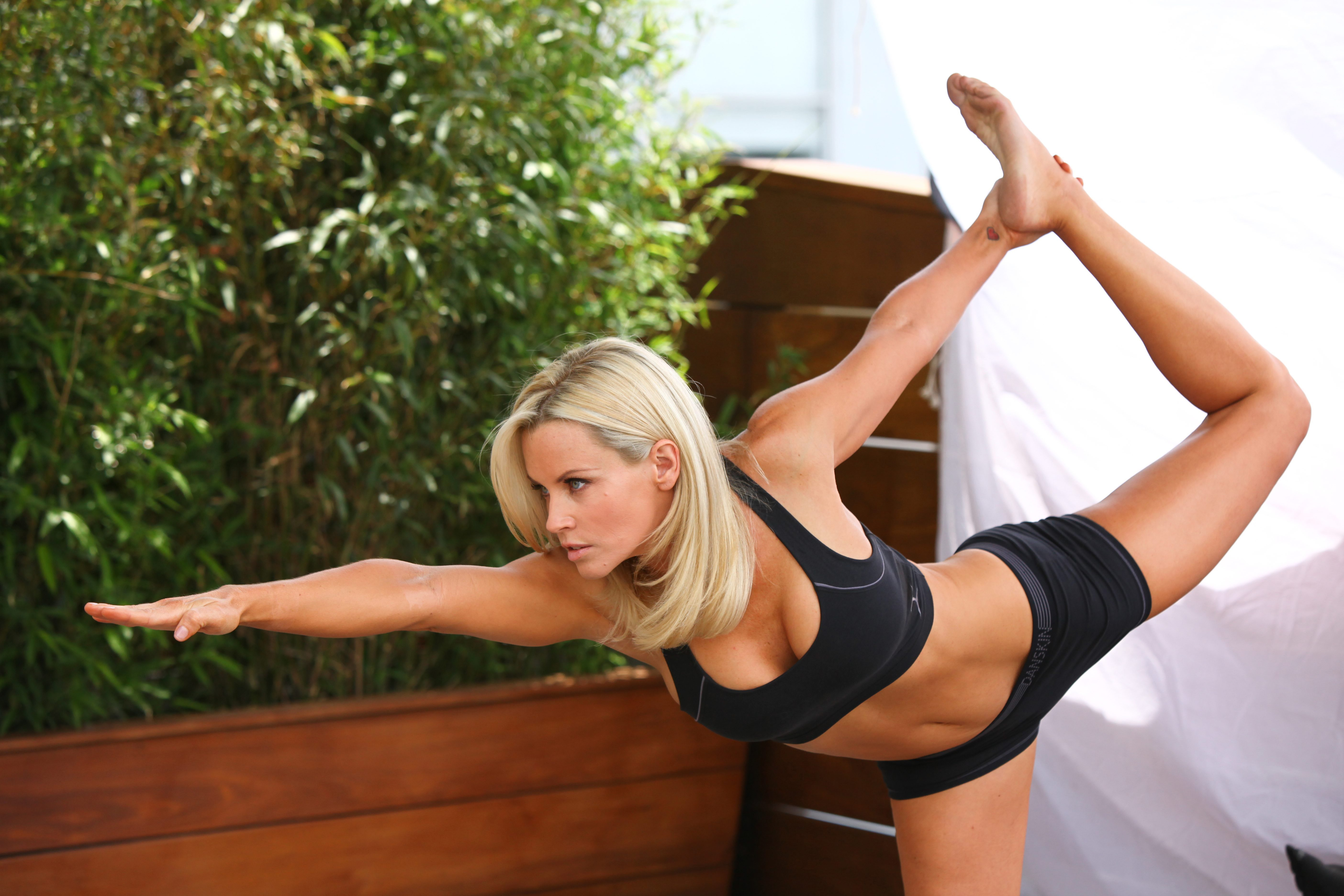 Jenny Mccarthy Super Legs Feet | Dark Brown Hairs