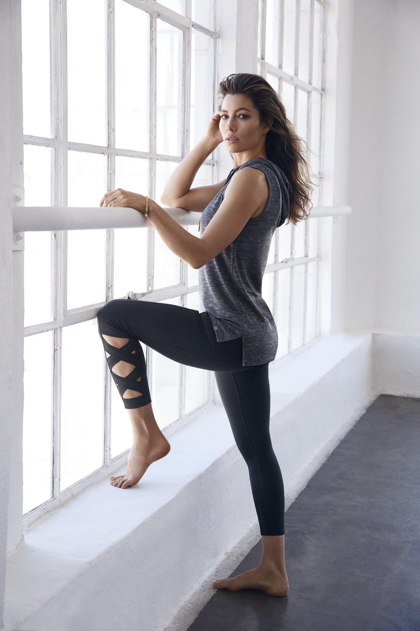Jessica Biels Feet Wikifeet