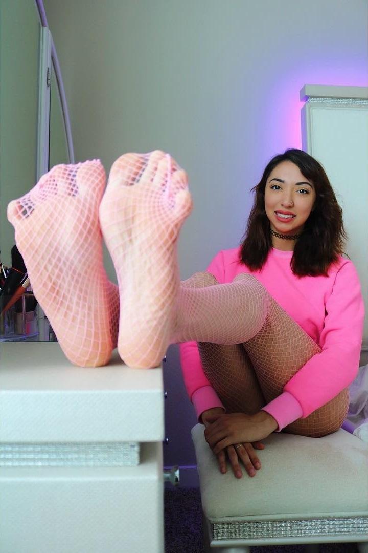 Jessica joness feet wikifeet