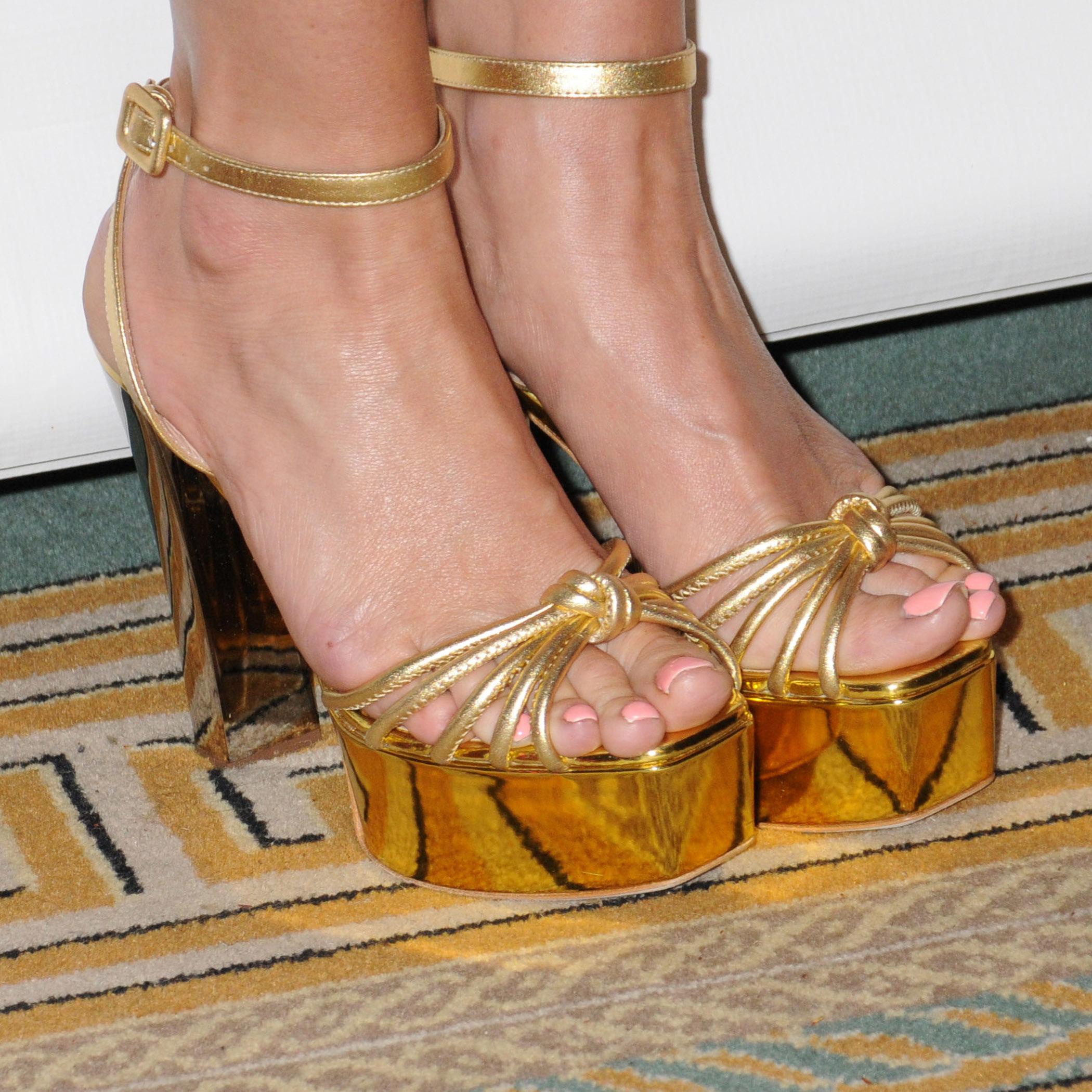 46e0dfb2db Jessica Simpson's Feet << wikiFeet