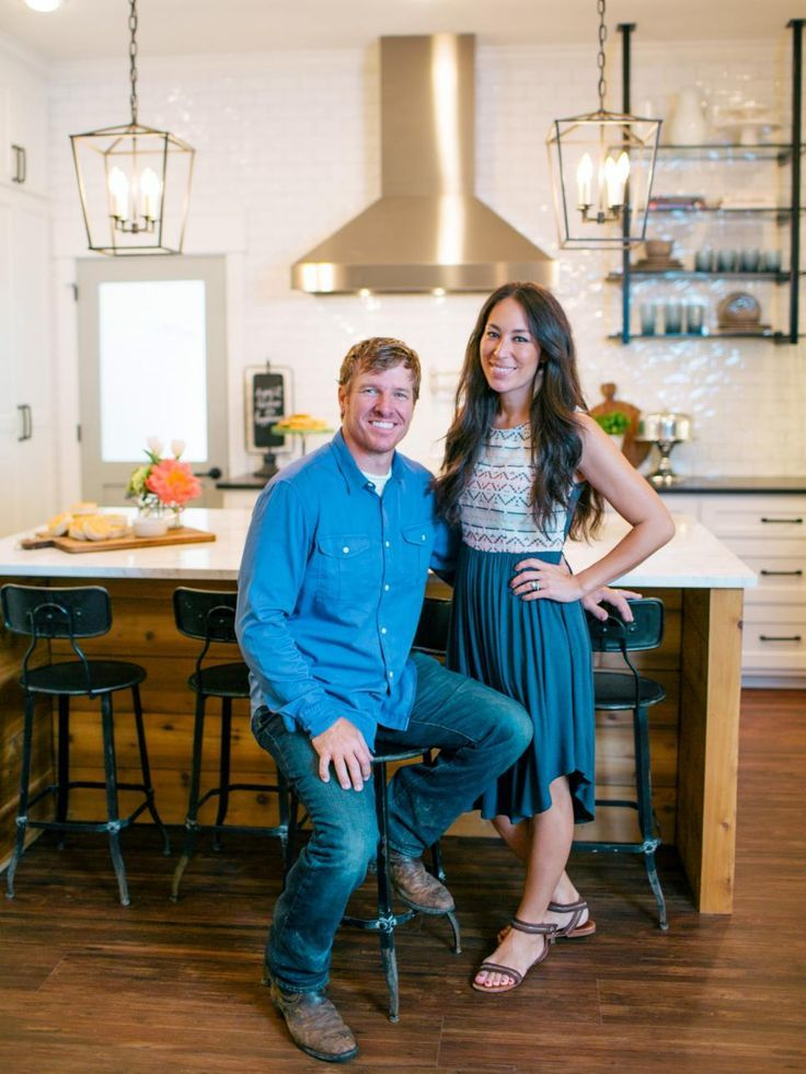 Joanna gaines feet february 2018 celebrity feet for How tall is chip gaines fixer upper