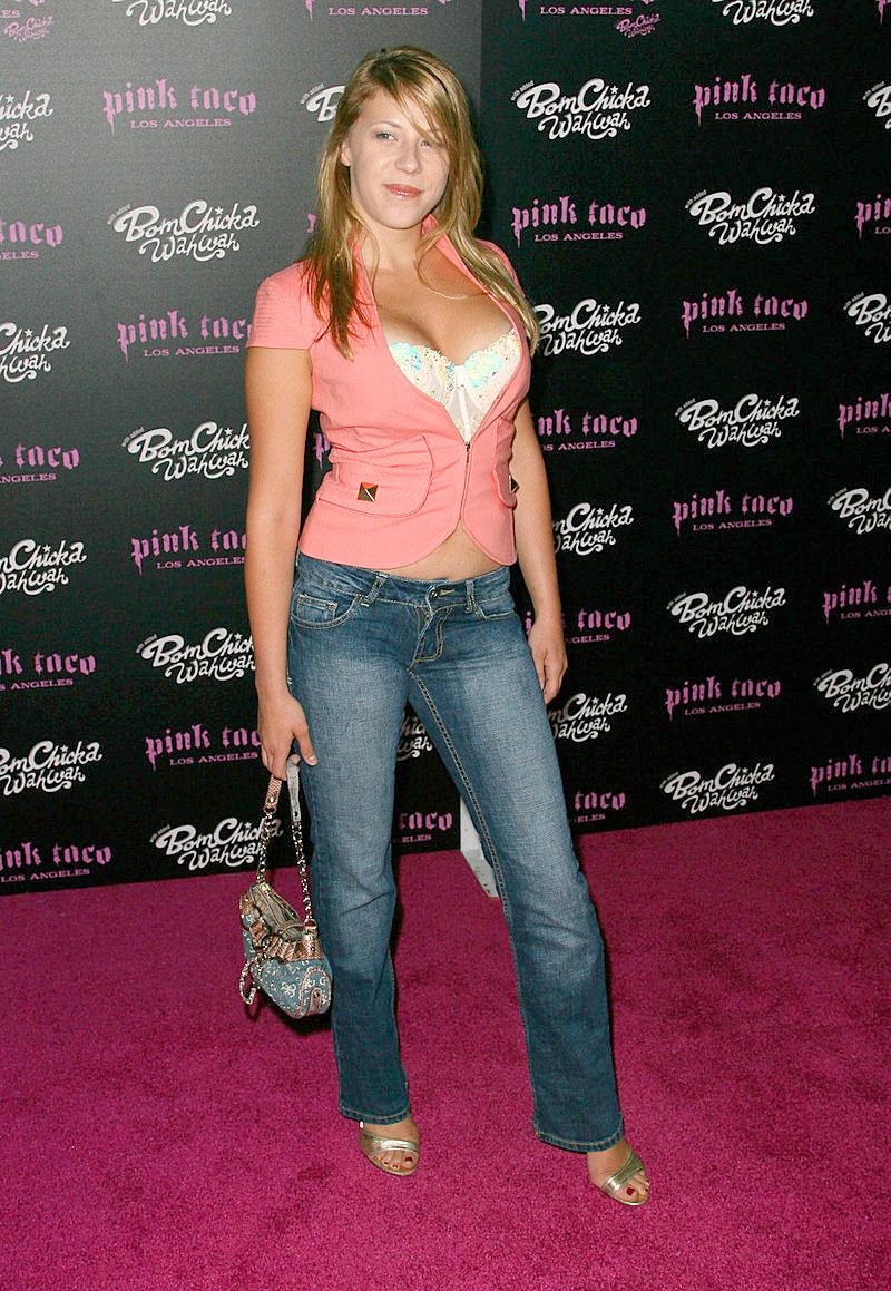 Jodie Sweetin Bikini Pics