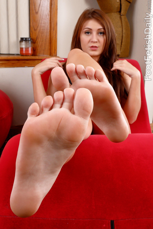 jojo kiss feet