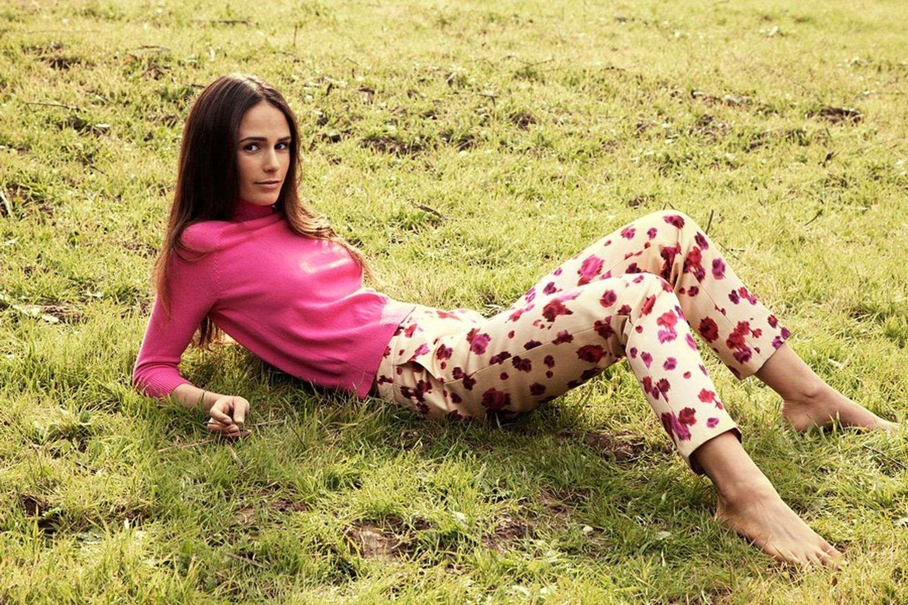 https://pics.wikifeet.com/Jordana-Brewster-Feet-1614411.jpg