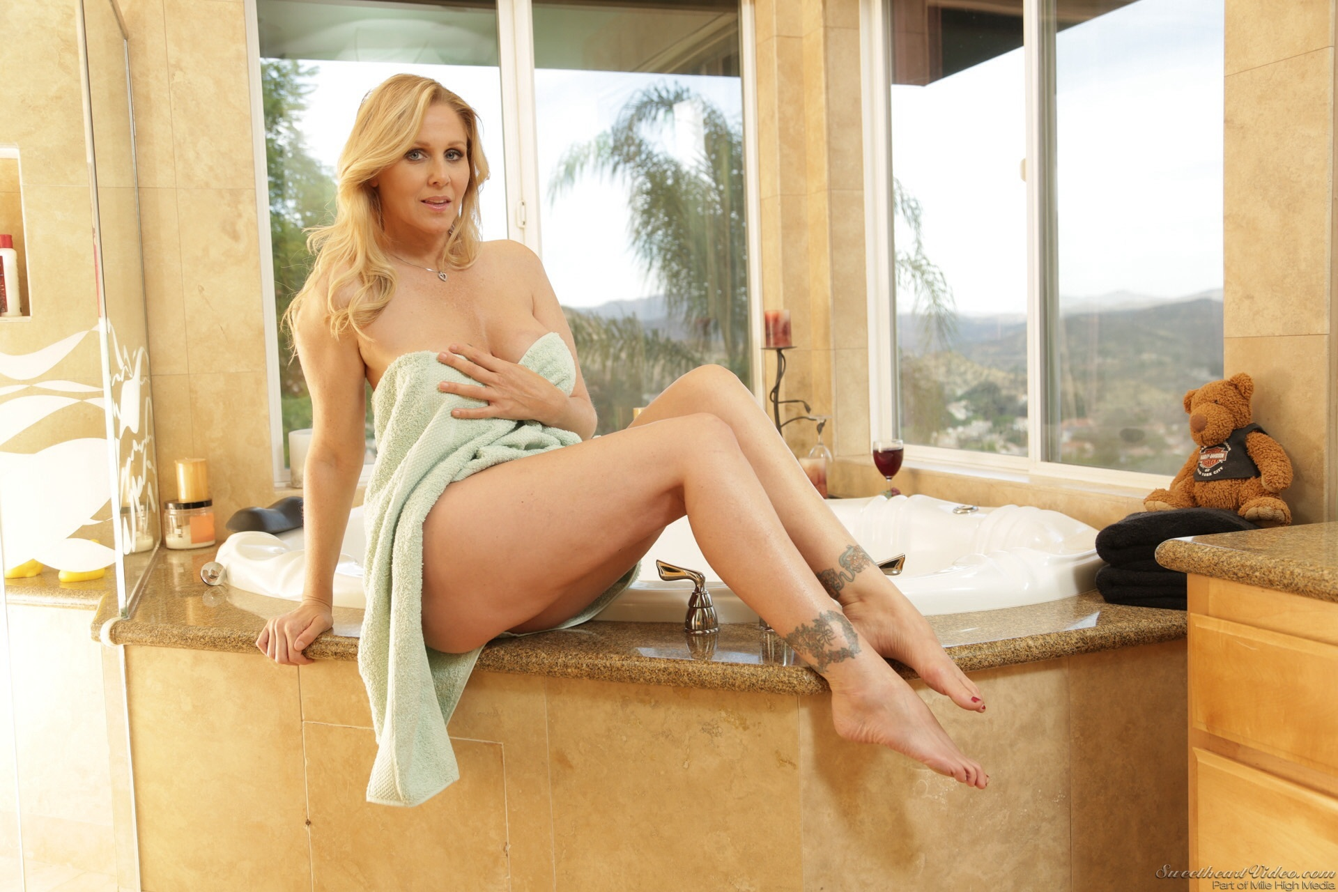 pics of julia ann