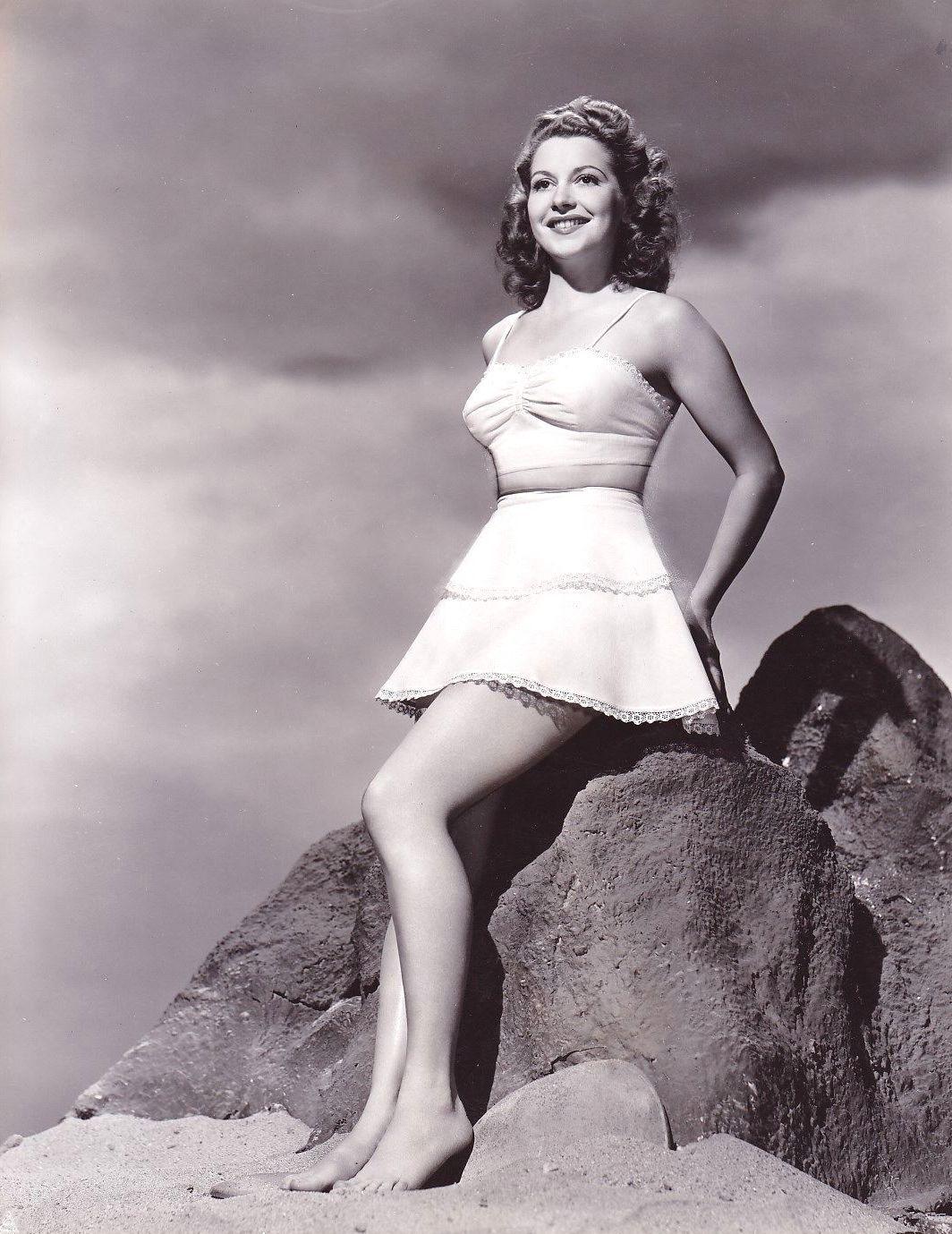 Julie Bishop (actress)