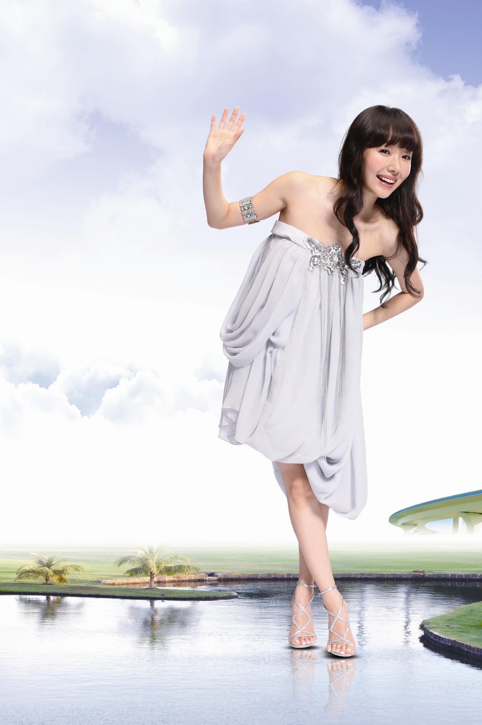 Kurea Hasumi Nude Photos