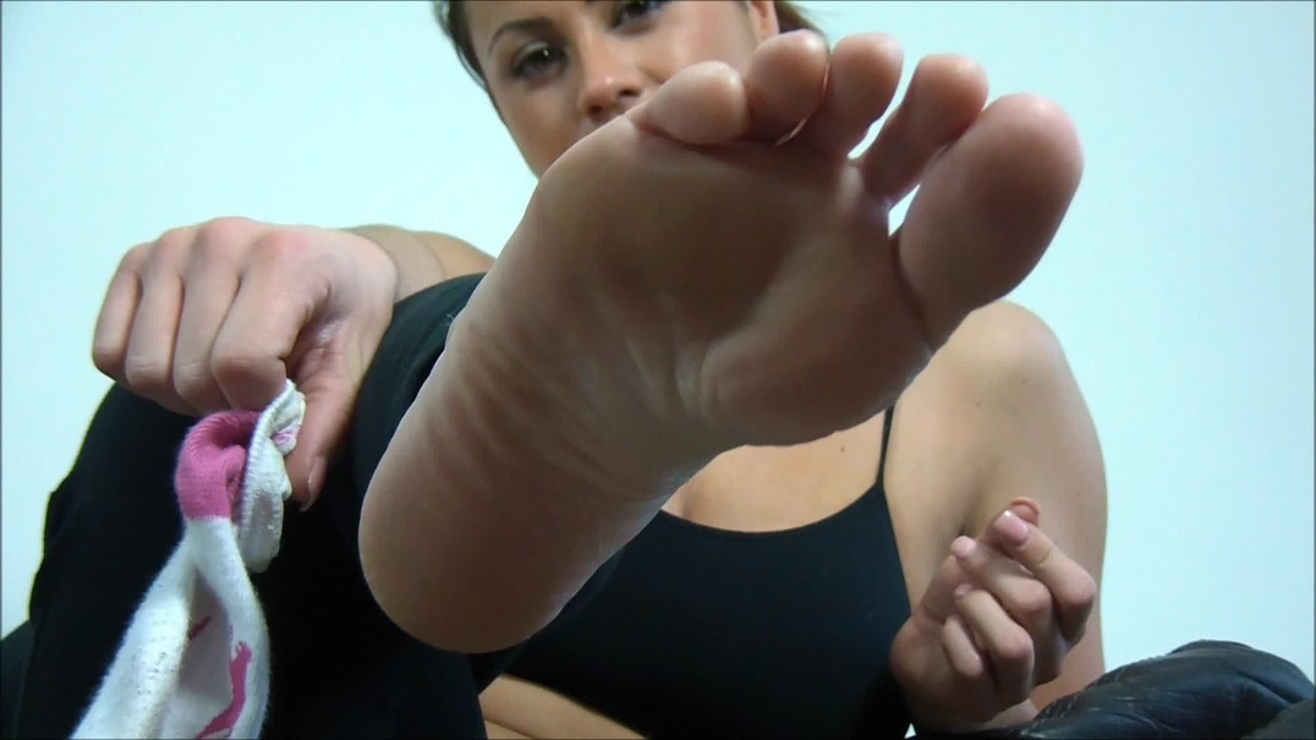 Sterne, wherever you are, what do you think of this?: http://www.wikifeet.com/Kandi_Kay
