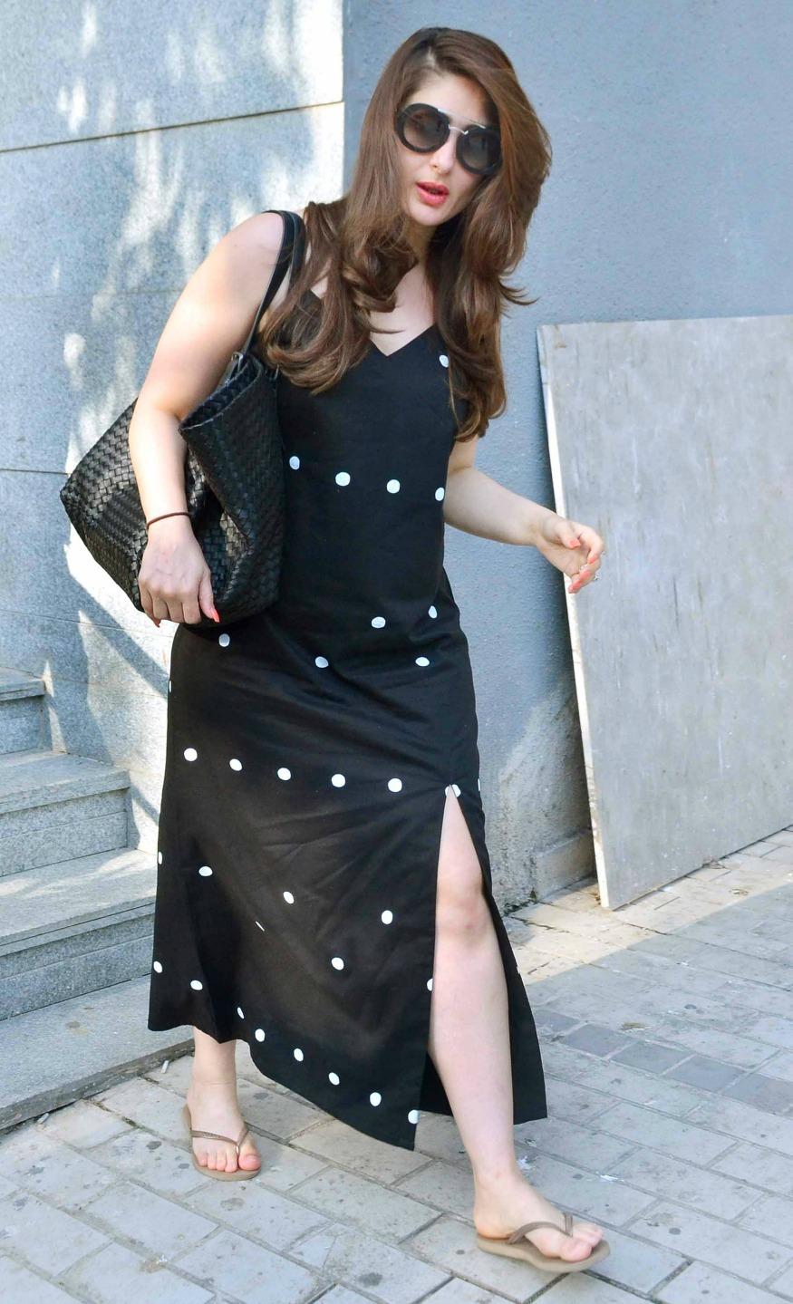 Kareena Kapoors Feet-7116