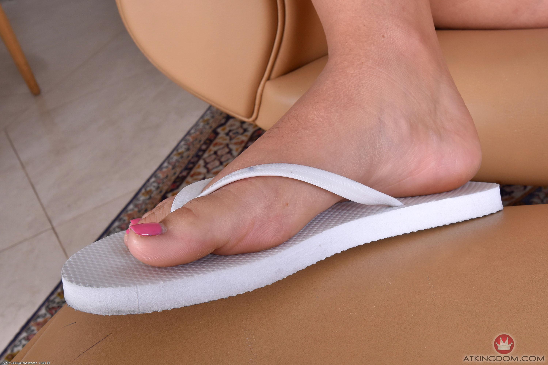 karlee grey feet