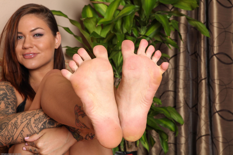 Tall woman feet worship