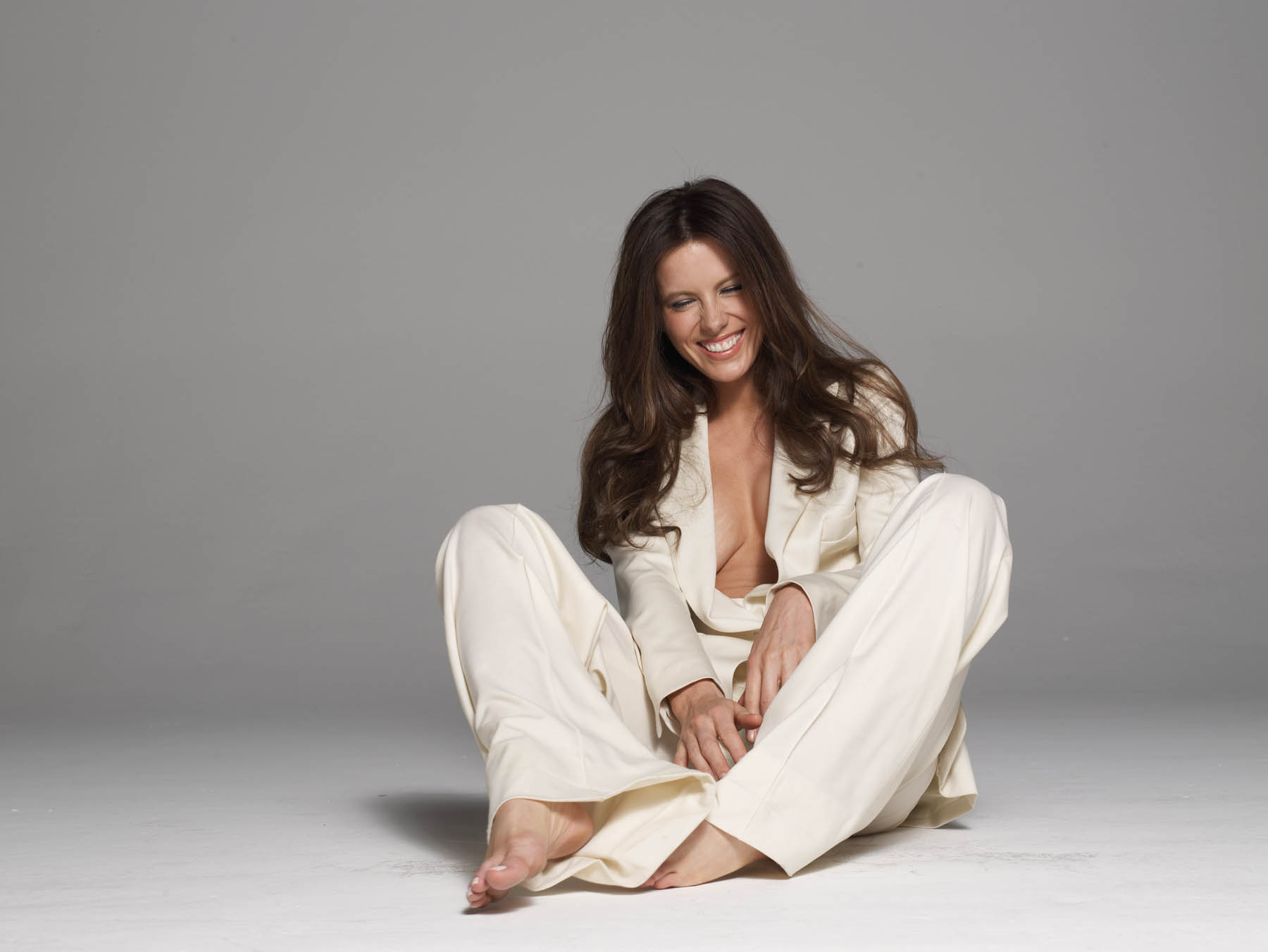 Attractive White Suit 15 CELEB Kate Beckinsale