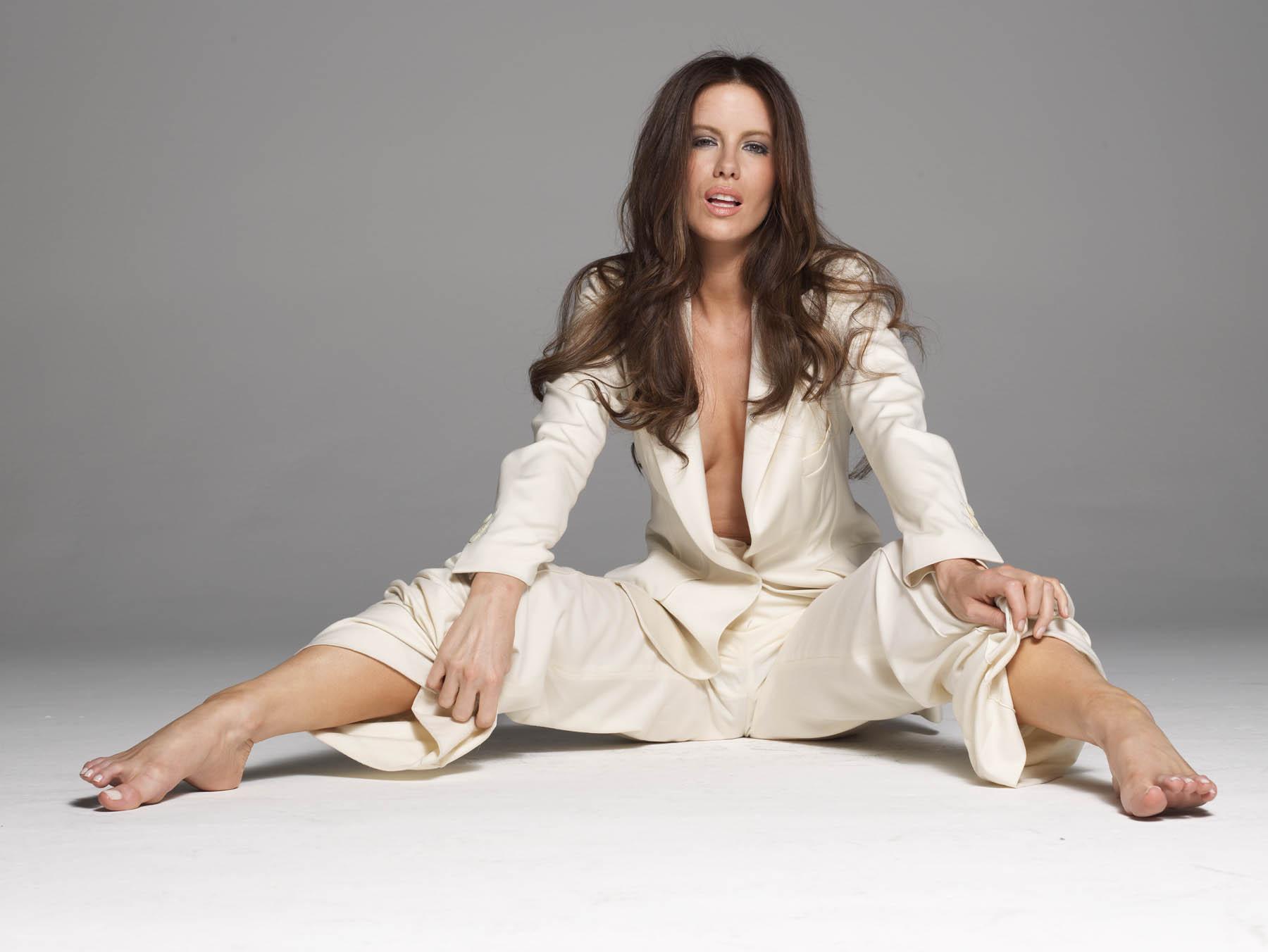 Kate Beckinsale desnuda en Hechizados 1995 La