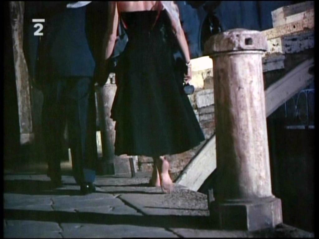 https://pics.wikifeet.com/Katharine-Hepburn-Feet-1061107.jpg
