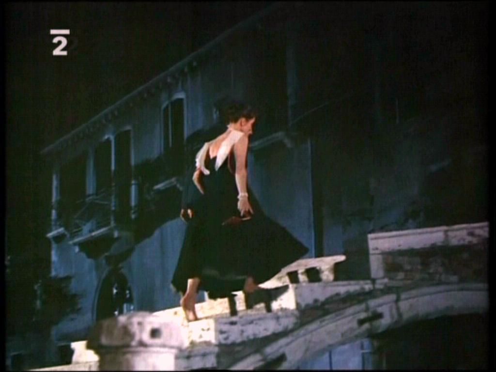 https://pics.wikifeet.com/Katharine-Hepburn-Feet-1061108.jpg