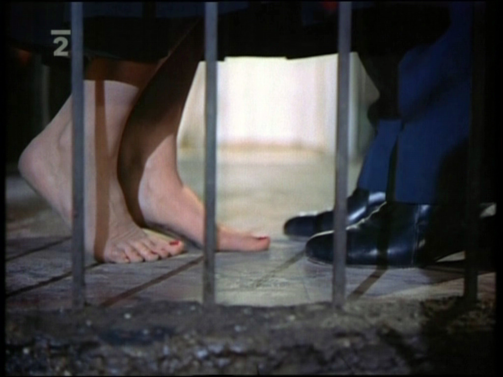 https://pics.wikifeet.com/Katharine-Hepburn-Feet-1061109.jpg