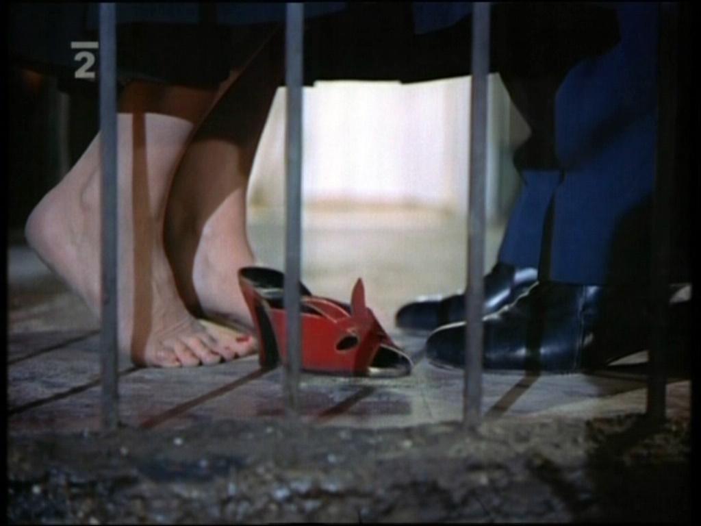 https://pics.wikifeet.com/Katharine-Hepburn-Feet-1061111.jpg