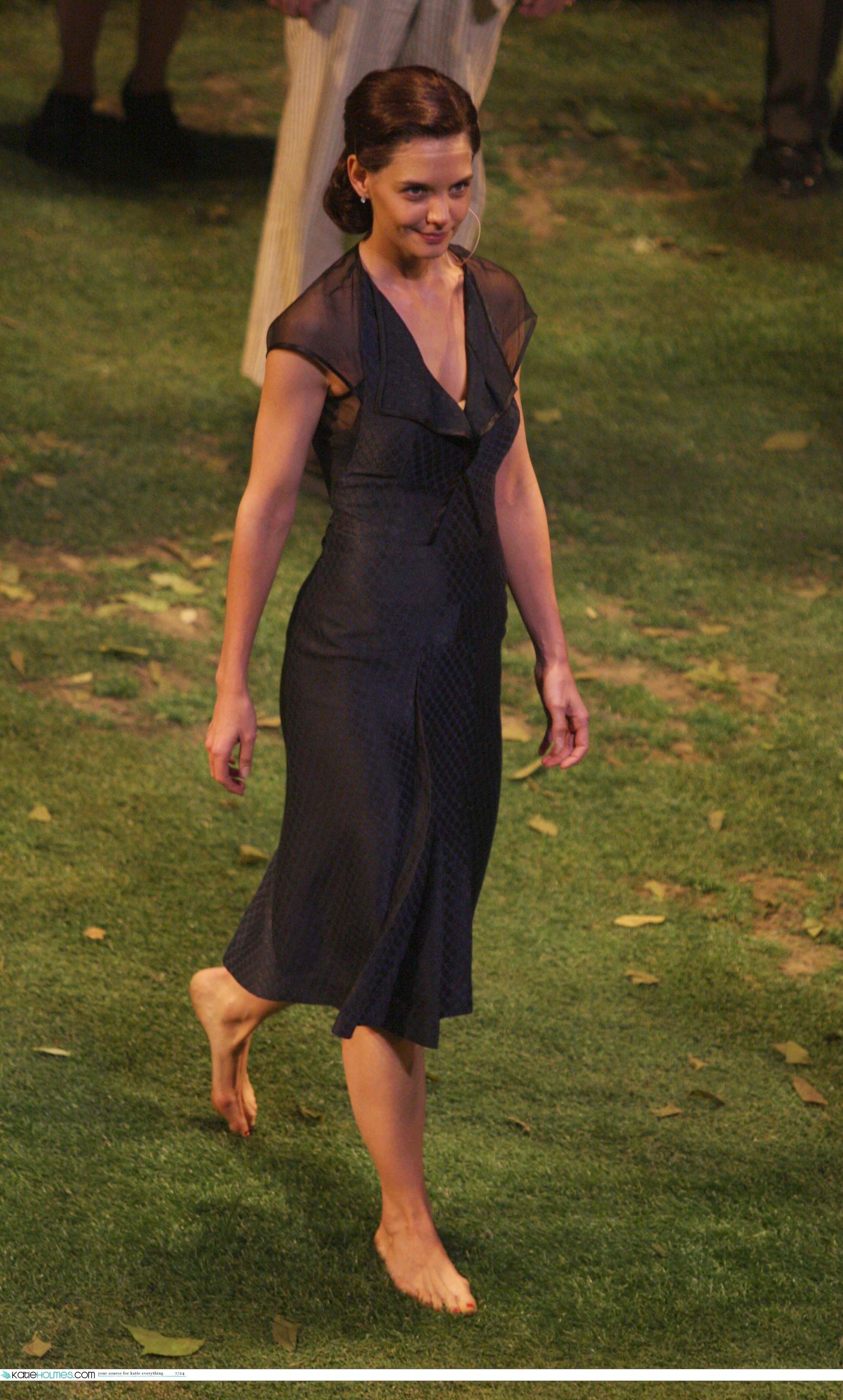 https://pics.wikifeet.com/Katie-Holmes-Feet-1074136.jpg