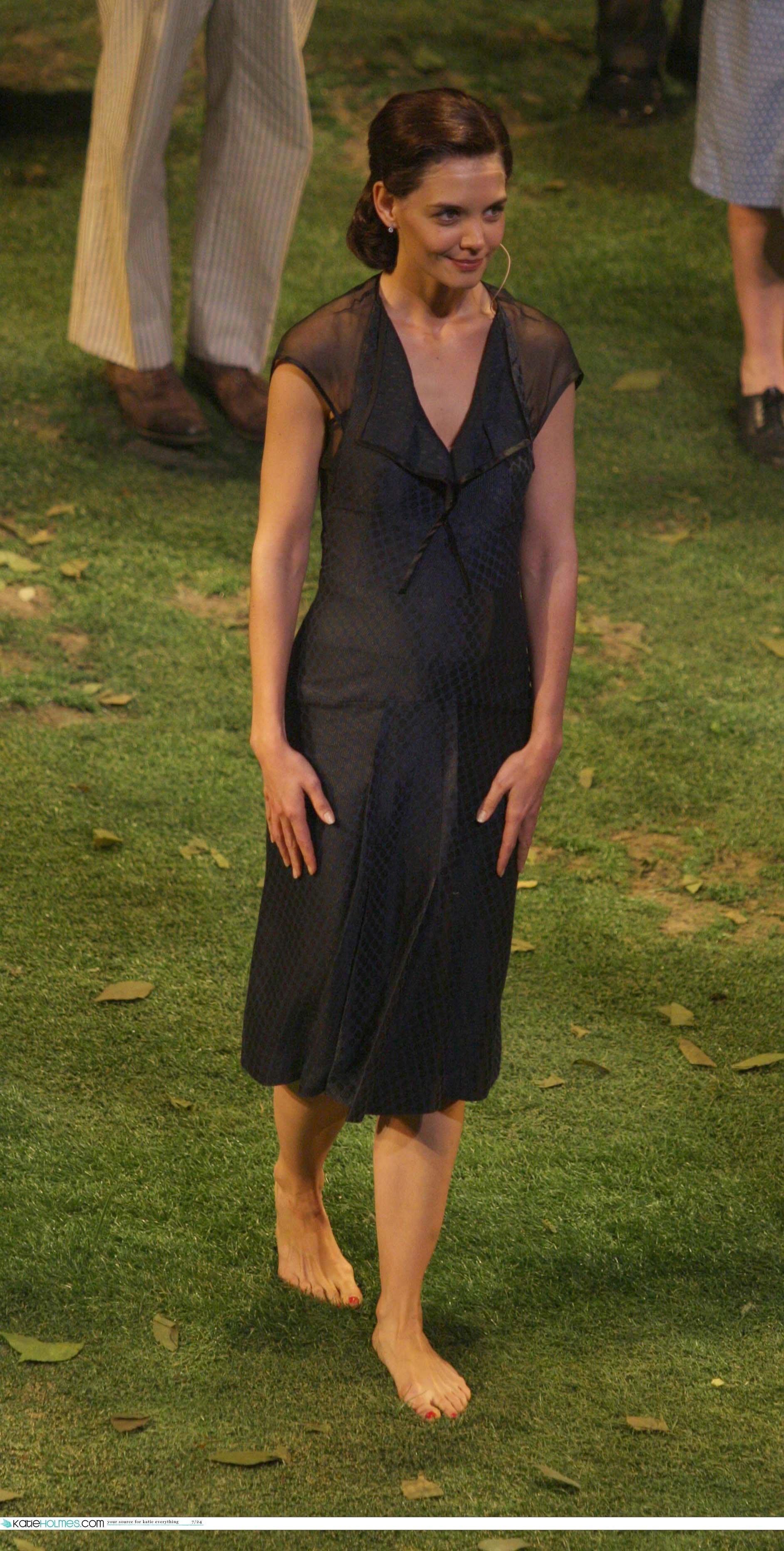 https://pics.wikifeet.com/Katie-Holmes-Feet-1074137.jpg