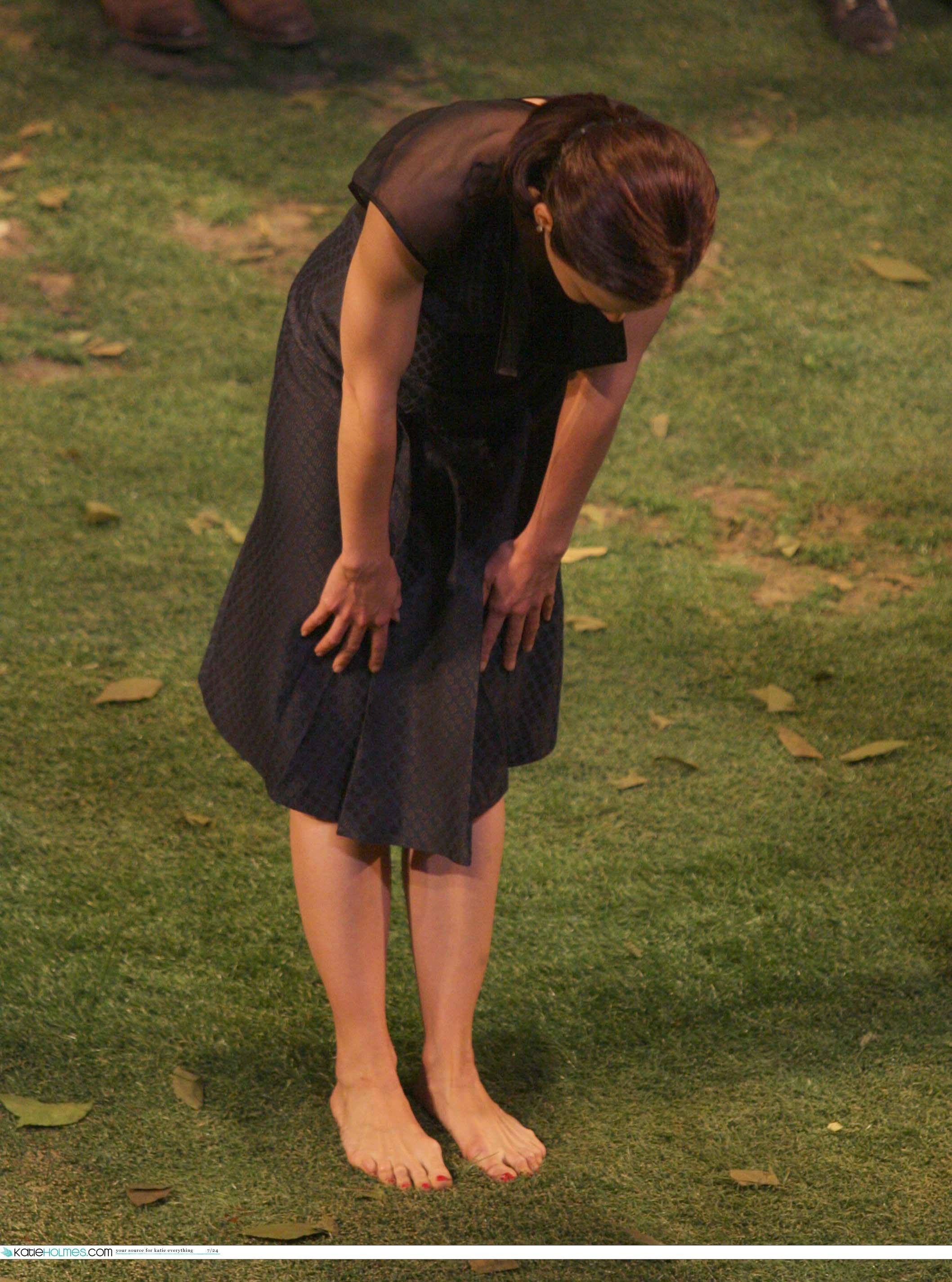 https://pics.wikifeet.com/Katie-Holmes-Feet-1074141.jpg