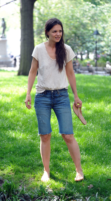 https://pics.wikifeet.com/Katie-Holmes-Feet-1397992.jpg
