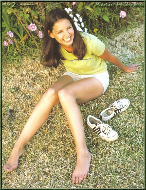 https://pics.wikifeet.com/Katie-Holmes-Feet-181987.jpg