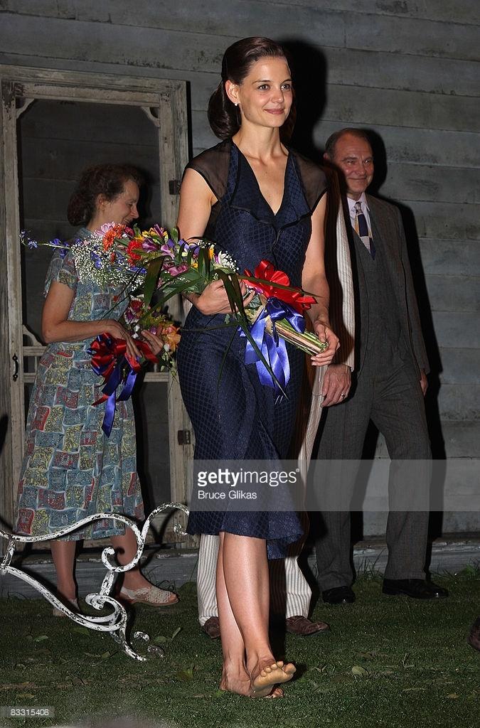 https://pics.wikifeet.com/Katie-Holmes-Feet-2596086.jpg