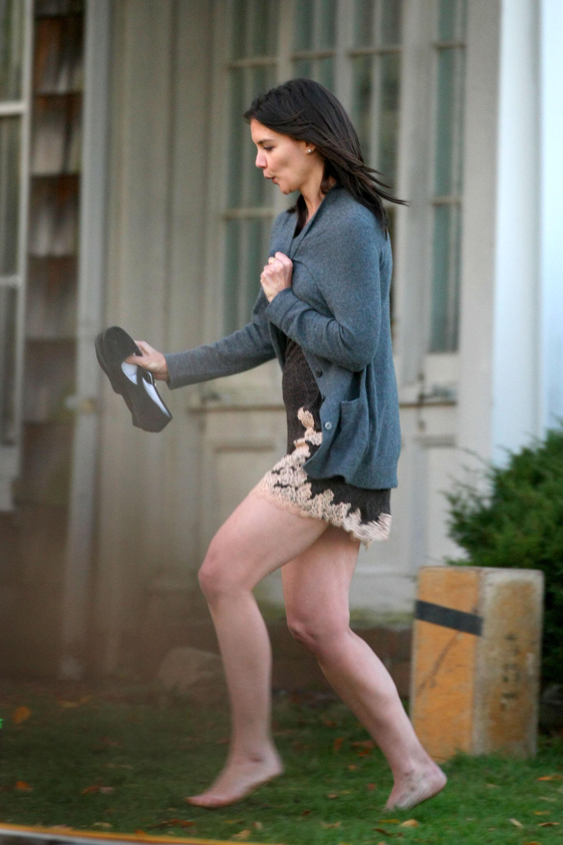https://pics.wikifeet.com/Katie-Holmes-Feet-308891.jpg