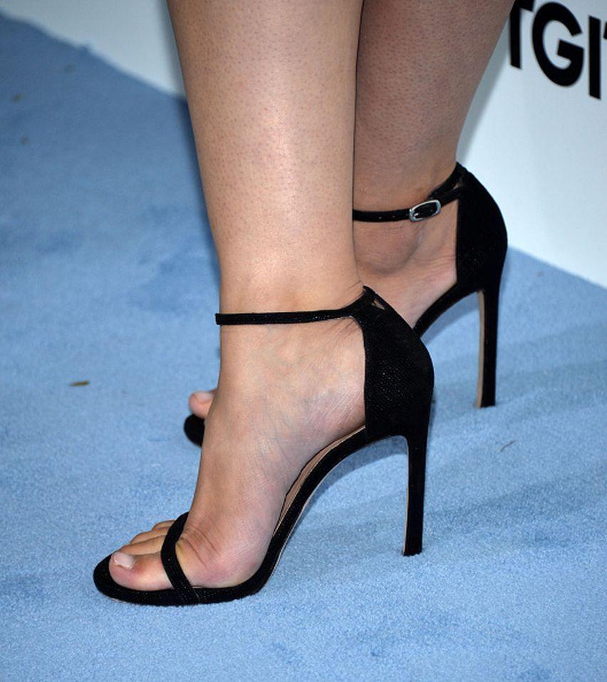 48f376e75 Katie Lowes s Feet    wikiFeet