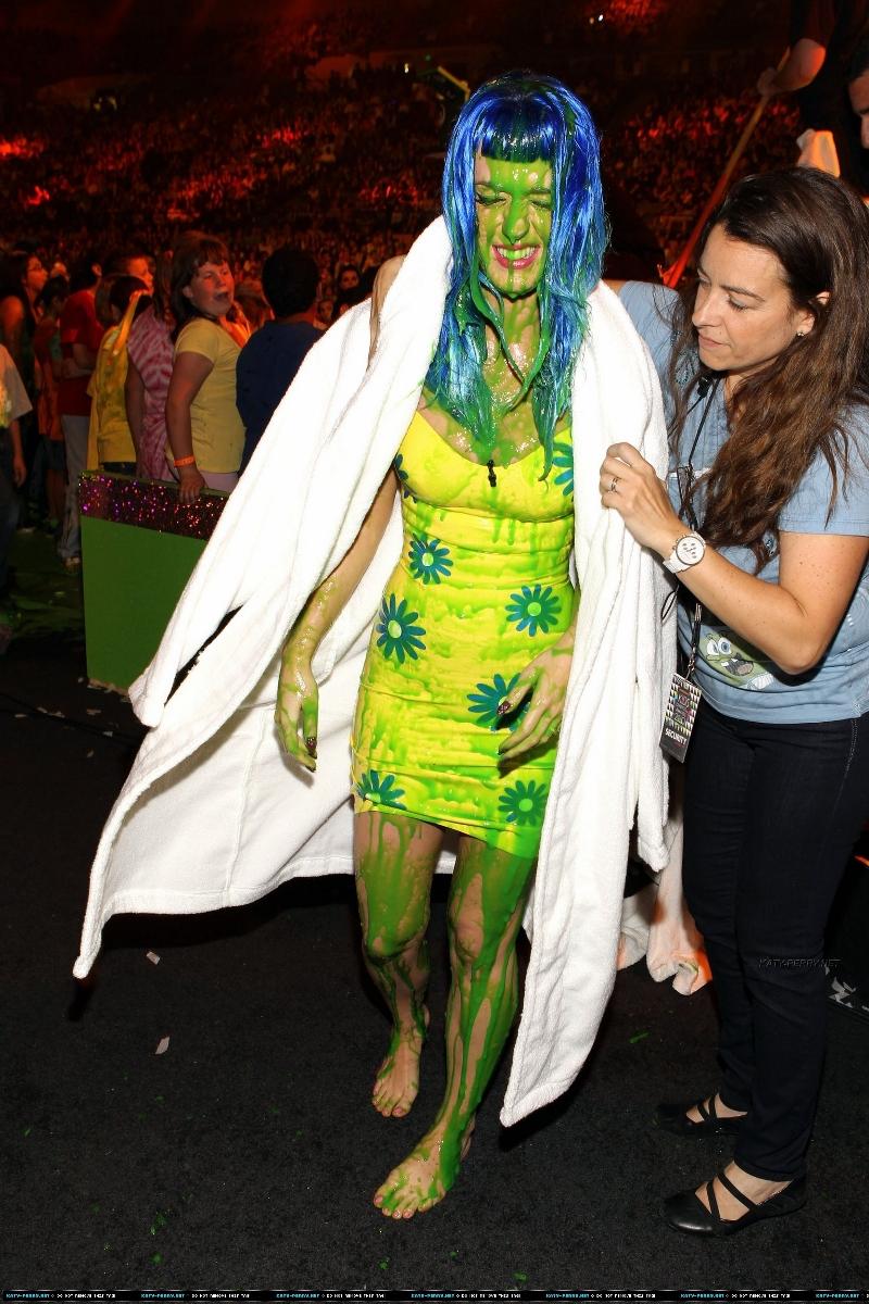 Katy Perry jizzed on by an alien | IGN Boards