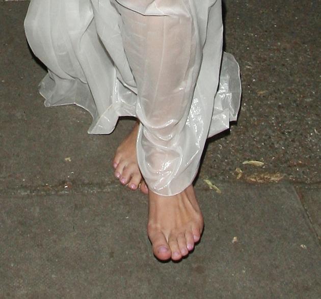 http://pics.wikifeet.com/Keira-Knightley-Feet-1384239.jpg