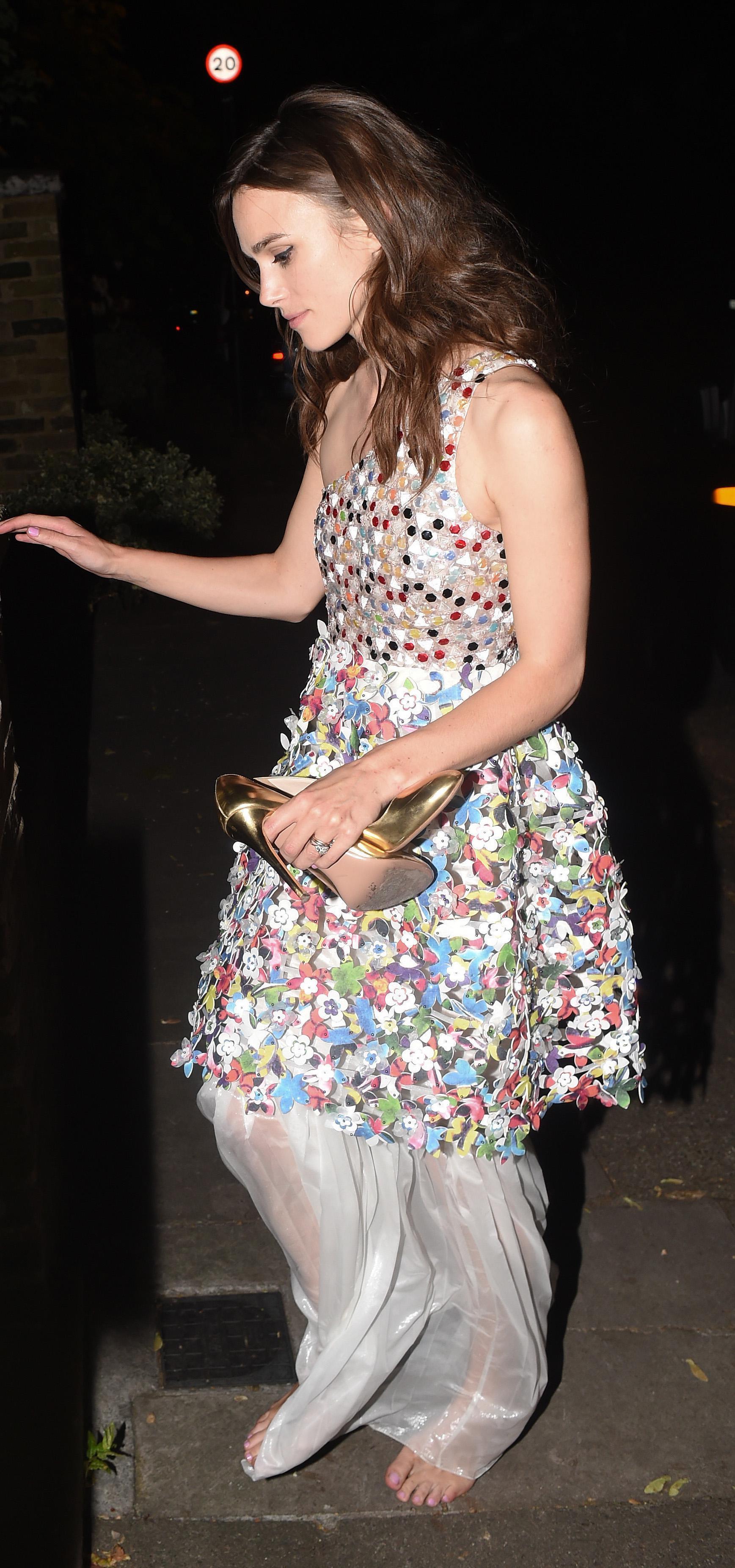 http://pics.wikifeet.com/Keira-Knightley-Feet-1385673.jpg
