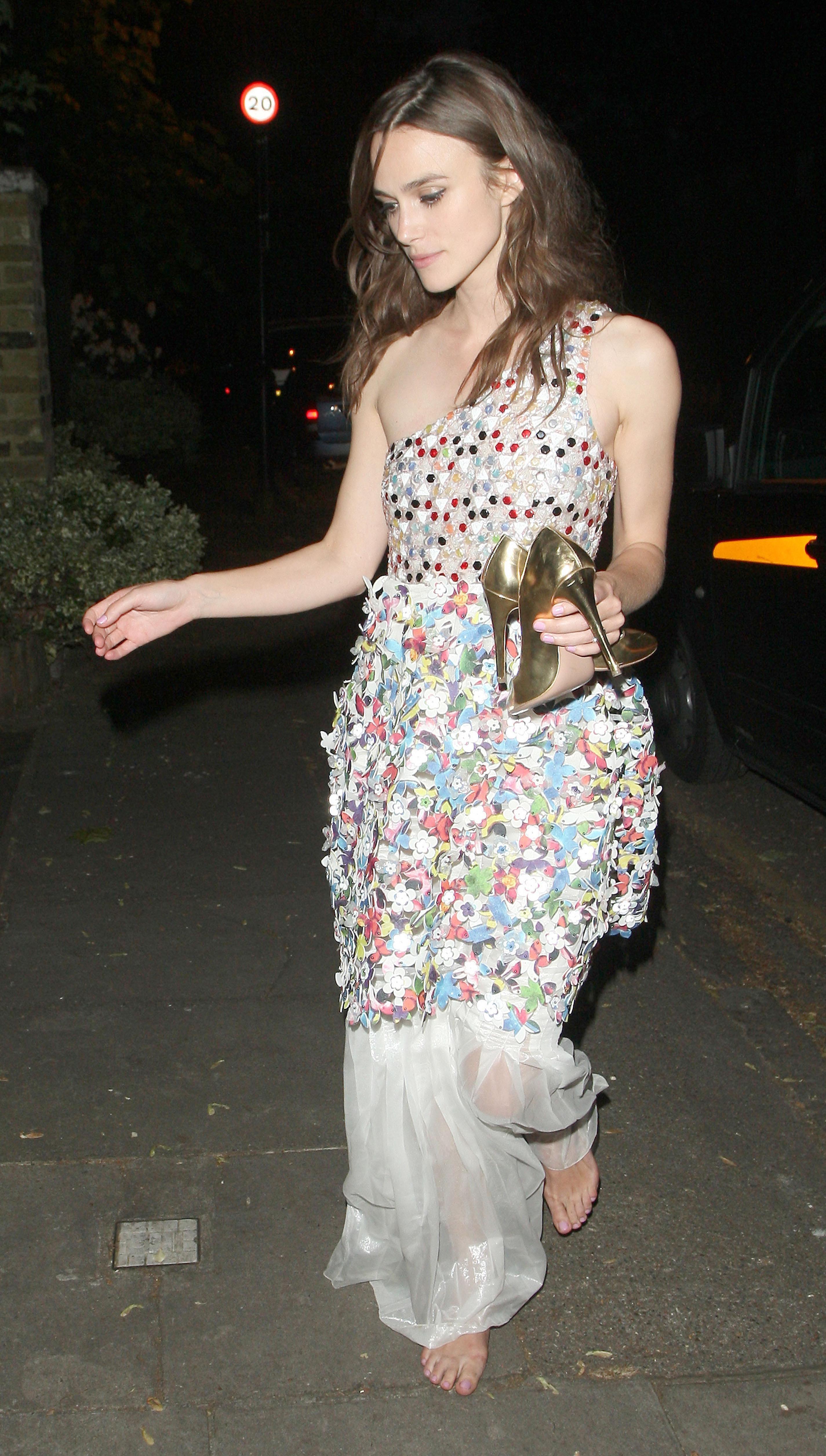 http://pics.wikifeet.com/Keira-Knightley-Feet-1385676.jpg