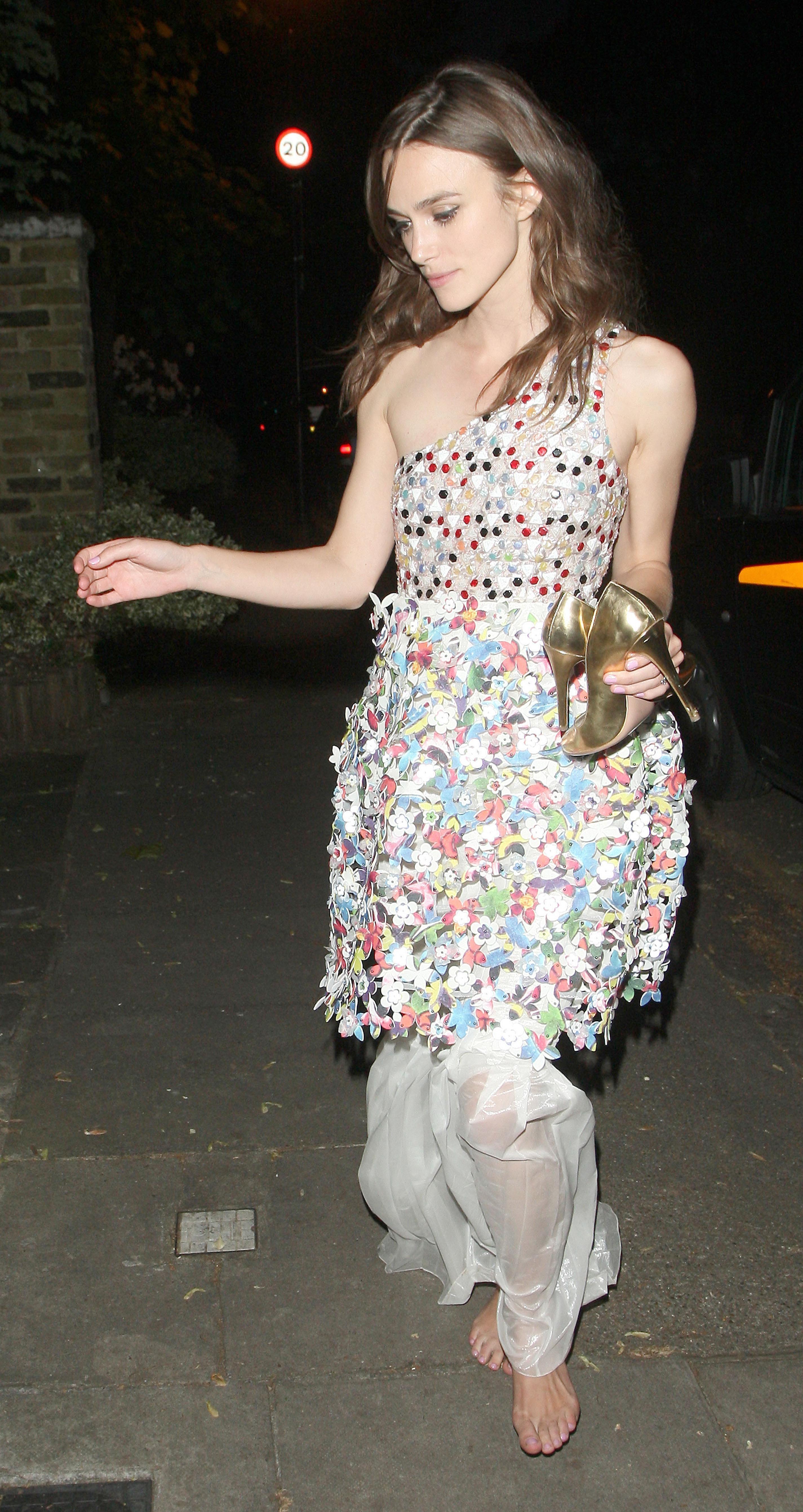 http://pics.wikifeet.com/Keira-Knightley-Feet-1385678.jpg