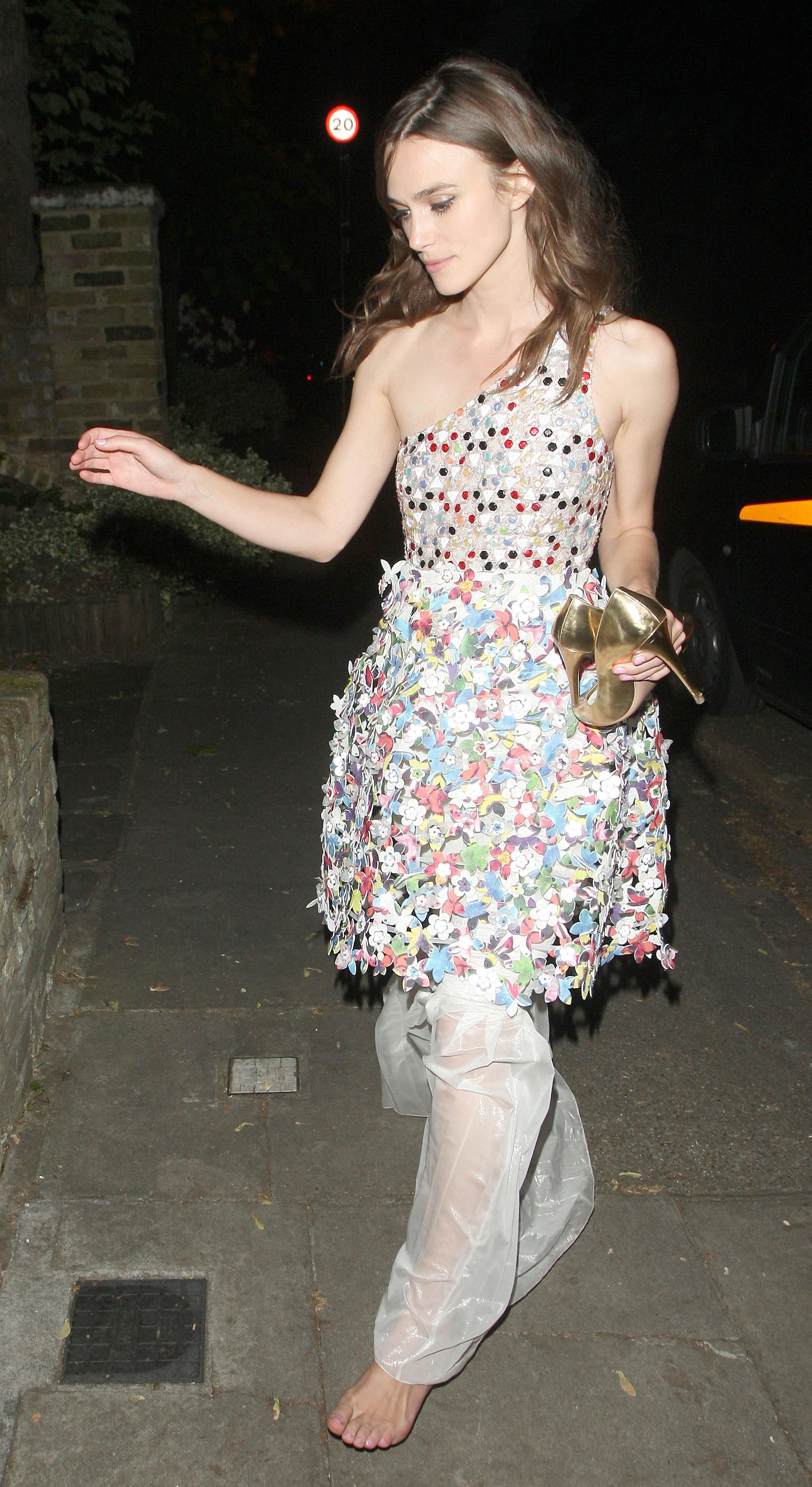 http://pics.wikifeet.com/Keira-Knightley-Feet-1385679.jpg