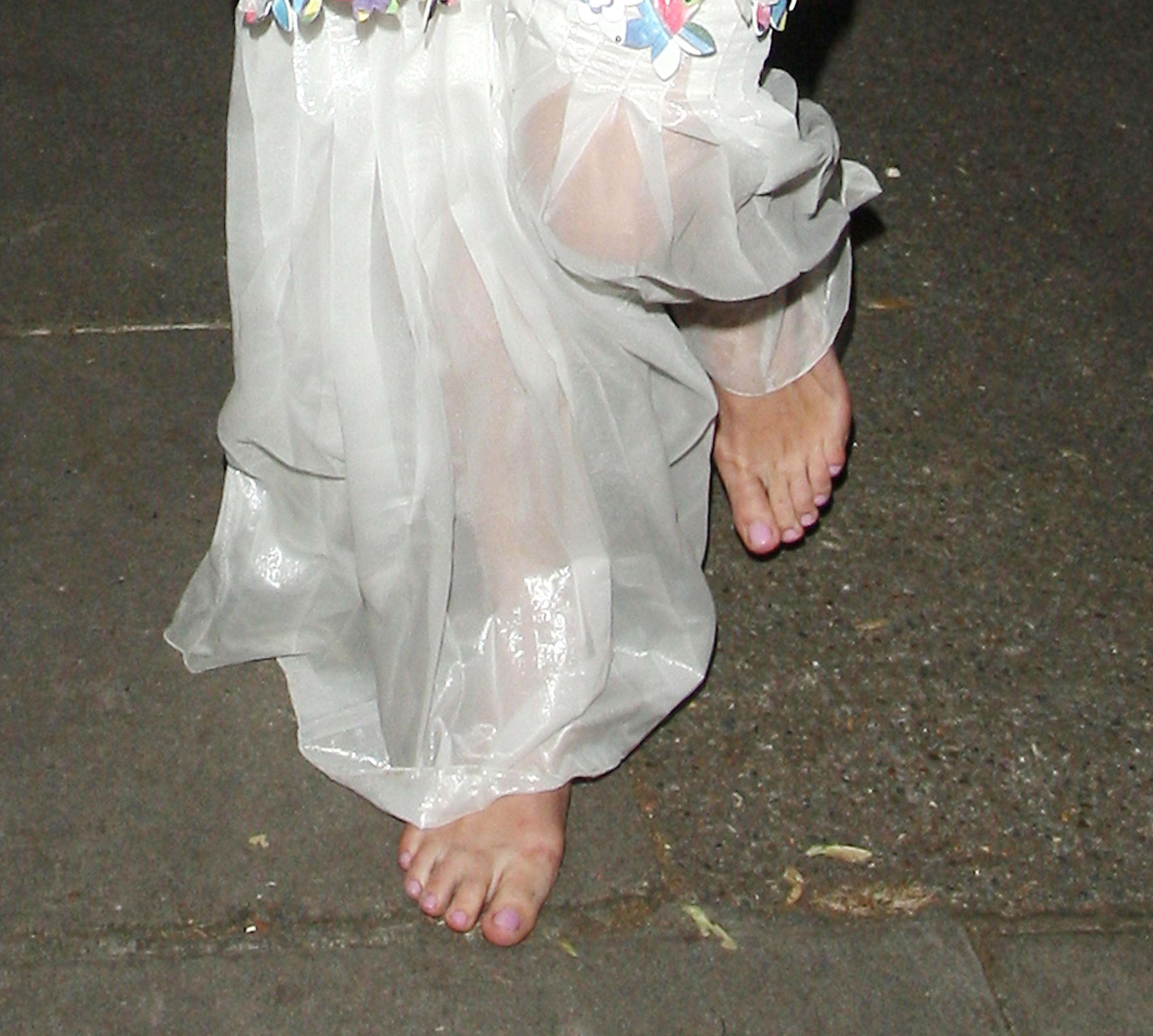 http://pics.wikifeet.com/Keira-Knightley-Feet-1385680.jpg