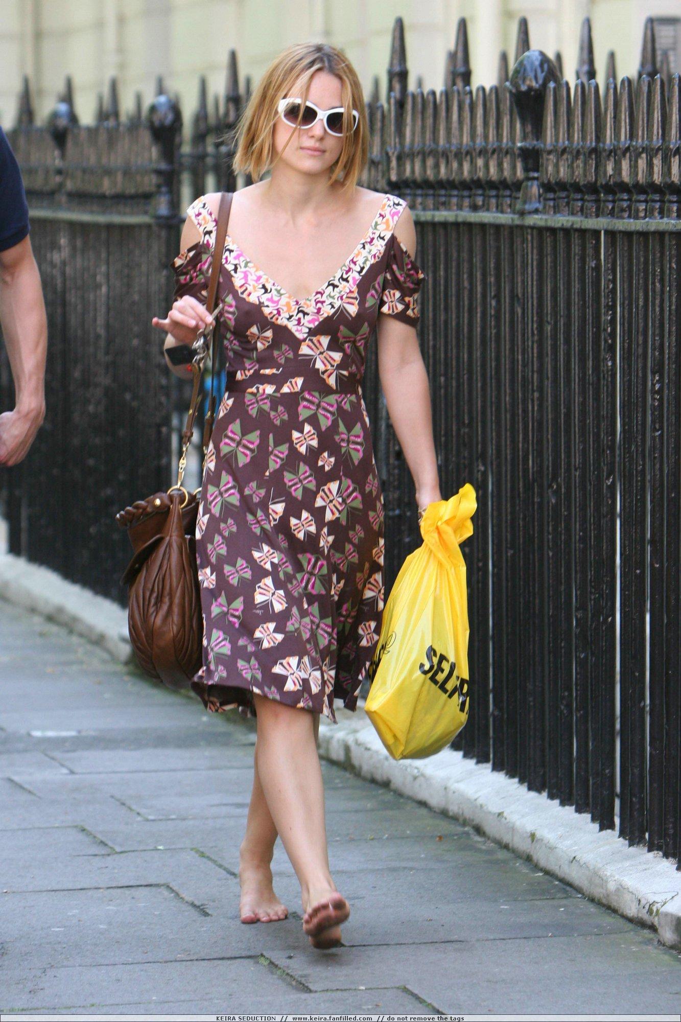 http://pics.wikifeet.com/Keira-Knightley-Feet-245470.jpg